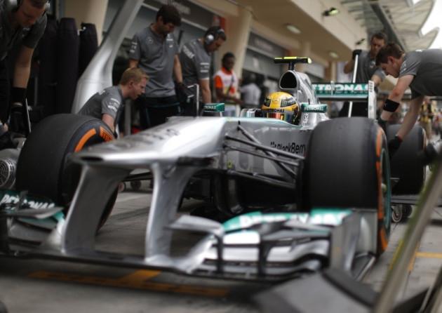 Frumoasa luptă dintre Hamilton şi Webber
